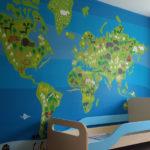 Фотообои карты мира на стене в детской