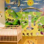 Гладкие сказочные фотообои для детской комнаты девочки