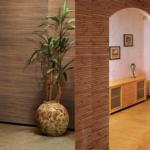 Натуральные обои для отделки стен прихожей и коридора