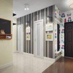 Тёмные исветлые обои для отделки стен прихожей и коридора