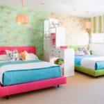 Зонирование обоями детской комнаты разнополых детей